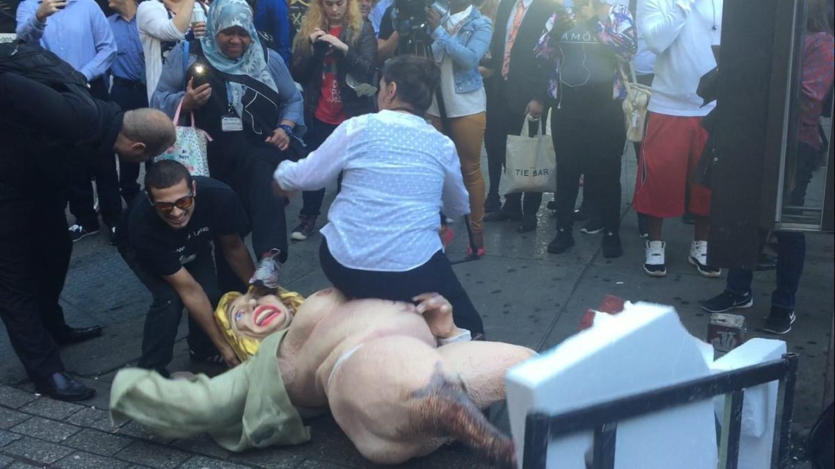 hillary-statue-fight